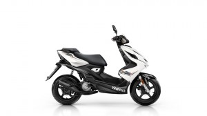 2016-Yamaha-Aerox-R-EU-Absolute-White-Studio-002